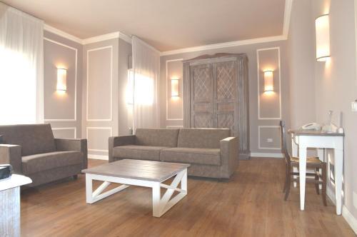 A seating area at Hotel La Genziana