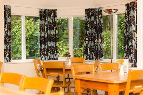 מסעדה או מקום אחר לאכול בו ב-YHA Grasmere Butharlyp Howe