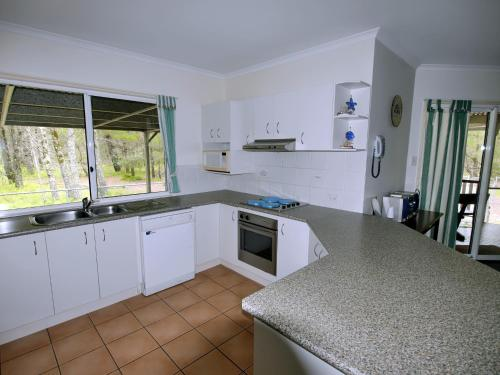 A kitchen or kitchenette at Island Haven