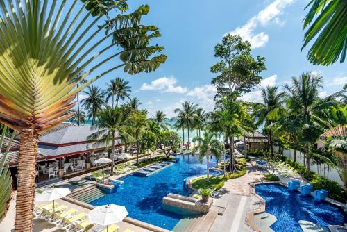 A view of the pool at Kandabuuri Samui or nearby