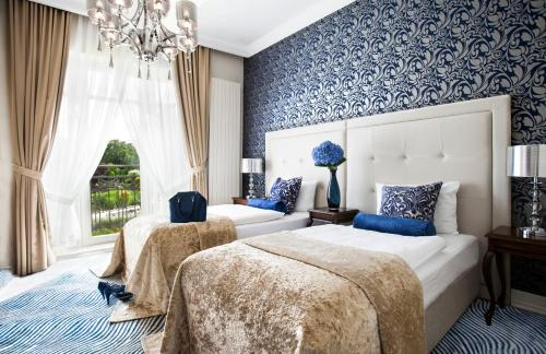 Un ou plusieurs lits dans un hébergement de l'établissement Rezydencja Luxury Hotel Bytom Piekary Śląskie