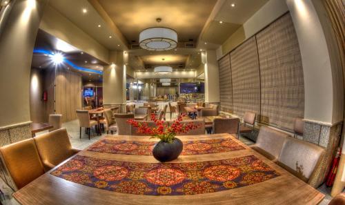 The lounge or bar area at Aliakmon Hotel
