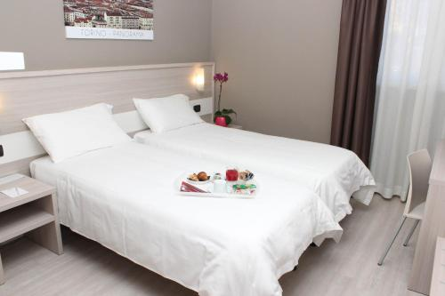 A bed or beds in a room at Best Quality Hotel La Darsena