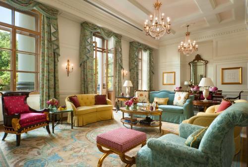 Гостиная зона в Отель Four Seasons Lion Palace