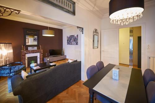 A seating area at Appartements Plantagenet - Le 33
