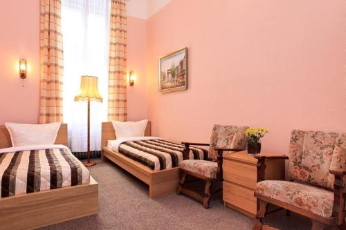 A seating area at Hotel-Pension Cortina