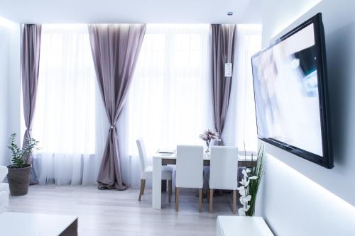 Telewizja i/lub zestaw kina domowego w obiekcie Holy Apartment