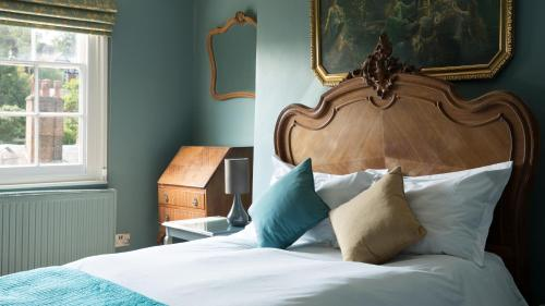 A bed or beds in a room at The Tunbridge Wells Hotel