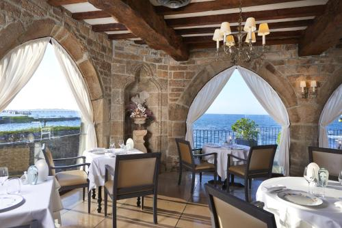 A restaurant or other place to eat at Relais & Châteaux Le Brittany & Spa