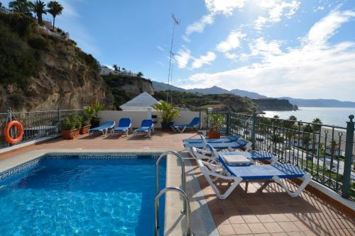 The swimming pool at or near Apartamentos HC Burriana Playa