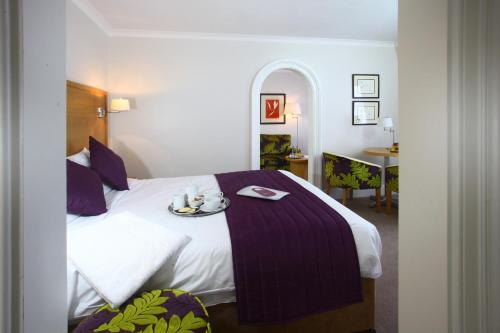 A bed or beds in a room at The Chequers Hotel