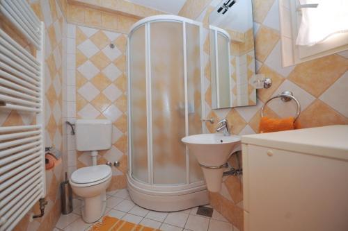 Kupaonica u objektu Apartments Poljski put V
