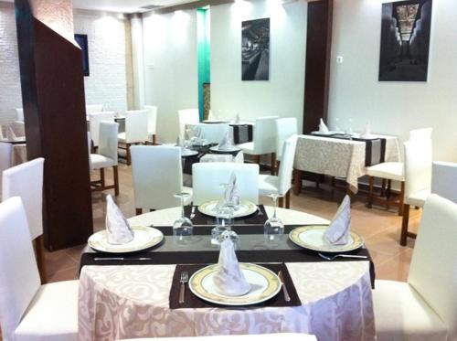 Un restaurante o sitio para comer en El Torreon del Miguelete