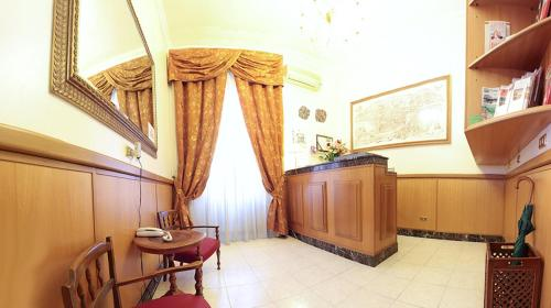 A kitchen or kitchenette at Hotel Euro Quiris