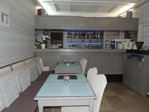 Lounge oder Bar in der Unterkunft Le Petit Poete