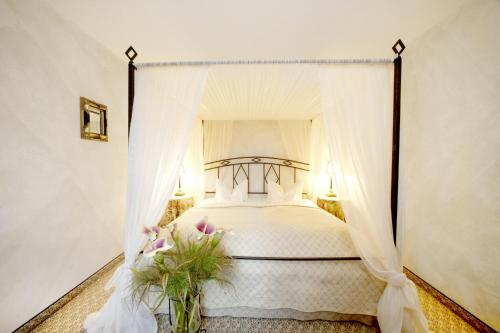 A bed or beds in a room at Romantik Hotel Jagdhaus Waldidyll