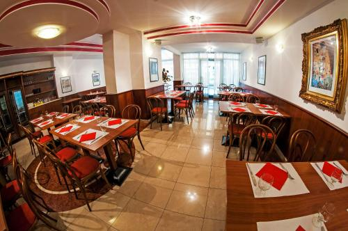 A restaurant or other place to eat at Hotel Primo