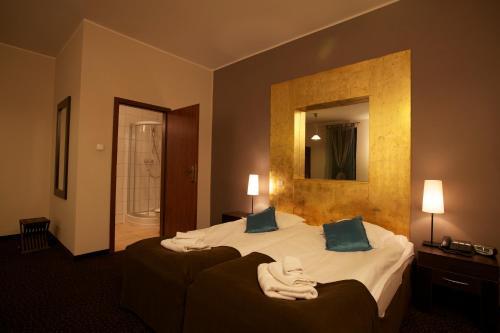 Łóżko lub łóżka w pokoju w obiekcie A' PROPOS Hotel, Restauracja, Club