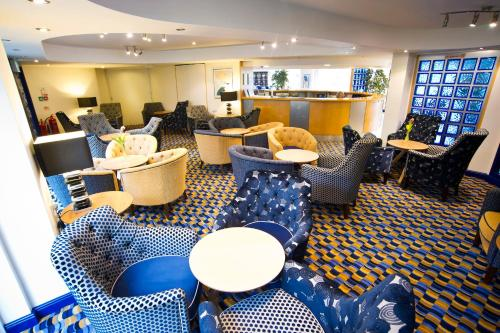 The lounge or bar area at Diamond Lodge