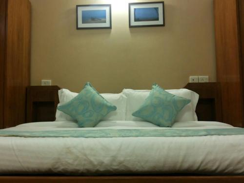 A bed or beds in a room at @Home B&B Miramar