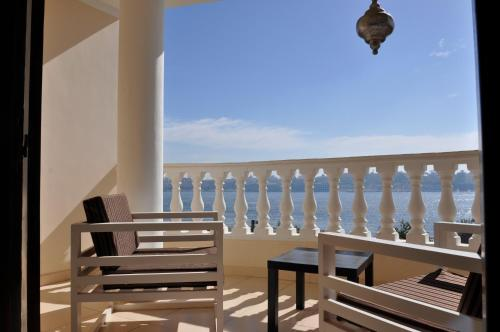 A balcony or terrace at IN LUXOR Nile Apartments