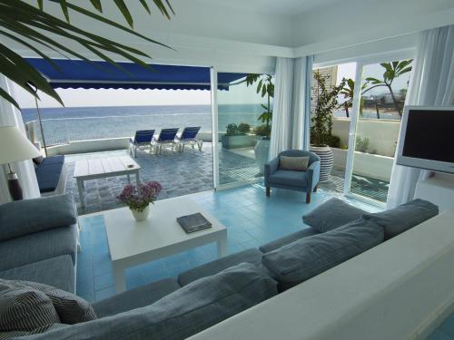 Zona de estar de Luxury Sea Front Caleton 40