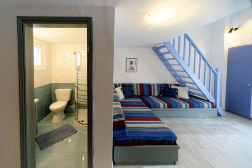 Ένα ή περισσότερα κρεβάτια σε δωμάτιο στο Machi Studios