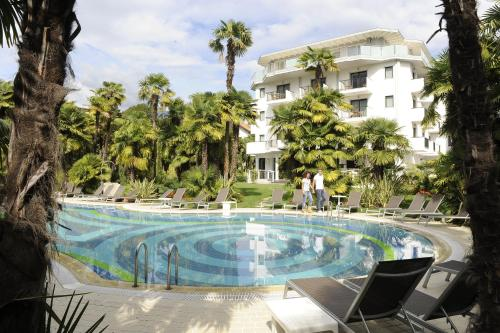 The swimming pool at or near Parc Hotel Flora