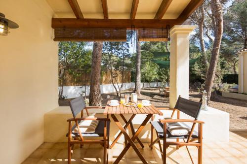 Un restaurante o sitio para comer en Residence Can Confort Formentera