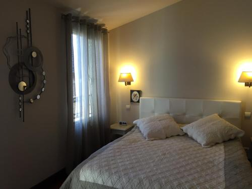 A bed or beds in a room at Top of Croisette