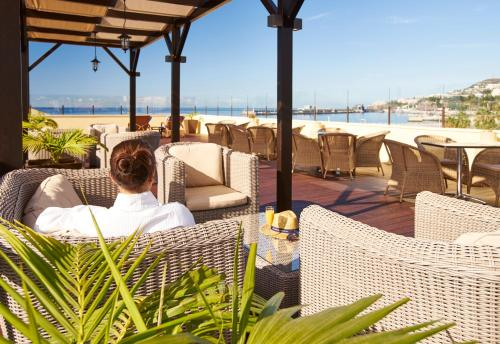 A restaurant or other place to eat at Hotel Porto Santa Maria - PortoBay