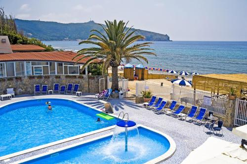 A view of the pool at Hotel Saline or nearby