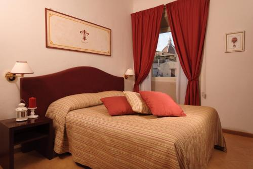 A bed or beds in a room at Hotel Cardinal of Florence