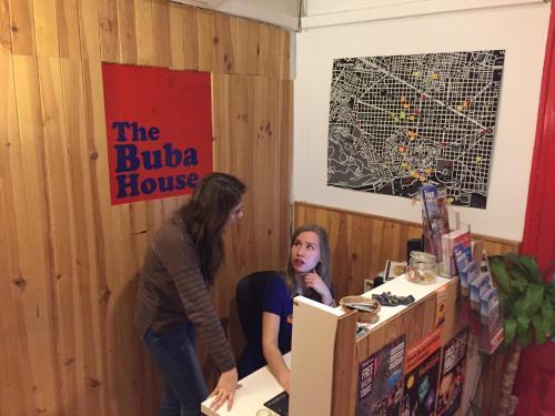 El vestíbulo o zona de recepción de Buba House