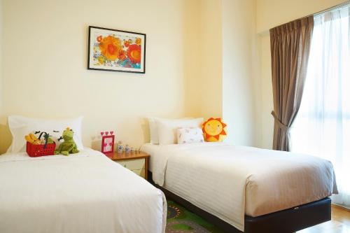 A bed or beds in a room at Village Residence Hougang by Far East Hospitality