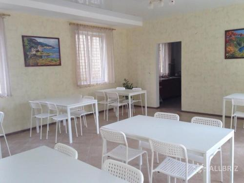 A restaurant or other place to eat at Lotos Guest House