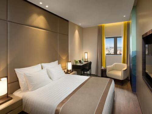 A bed or beds in a room at Golden Crown Haifa