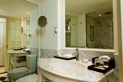 A bathroom at The Kingsbury Colombo