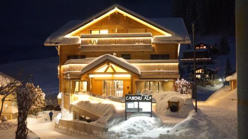 Caschu Alp Boutique Design Hotel Stoos im Winter