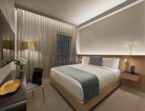 A bed or beds in a room at The Knickerbocker