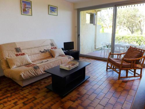 A seating area at Apartment Les Louvans-2