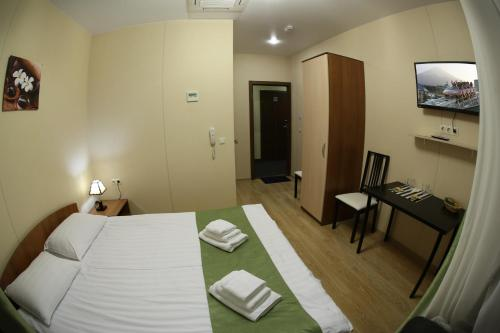 A bed or beds in a room at Hotel Globus