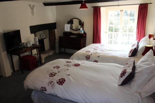 A bed or beds in a room at Yallands Farmhouse