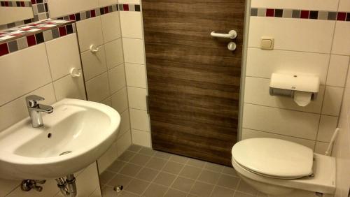 Ein Badezimmer in der Unterkunft Jugendherberge Otterndorf