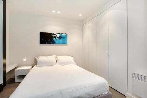 A bed or beds in a room at Corporate Keys - Lilli Apartments