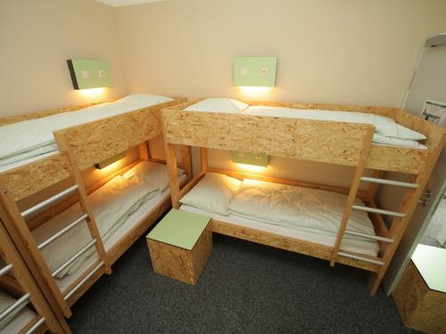 A bunk bed or bunk beds in a room at Pathpoint Cologne - Backpacker Hostel