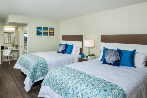A bed or beds in a room at The Atwood Hotel San Diego - SeaWorld/Zoo