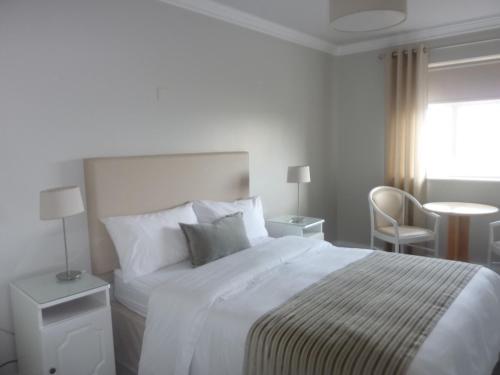 Un ou plusieurs lits dans un hébergement de l'établissement Westwinds Bed & Breakfast