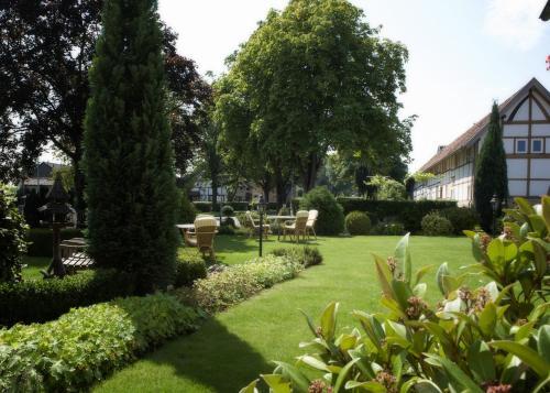 A garden outside Landhotel Alberts