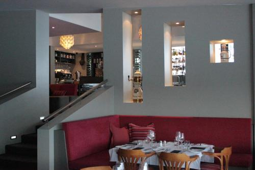 A restaurant or other place to eat at Perisher Manor Hotel